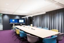 boardroom met akoestisch gordijn